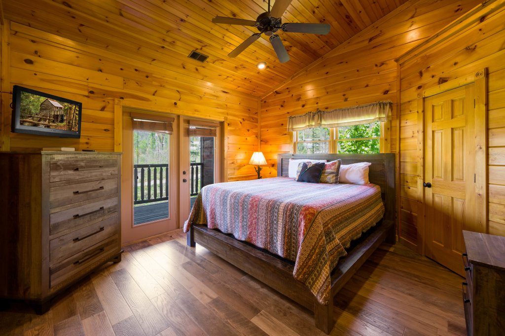 Photo of a Gatlinburg Cabin named Spark Of Life - This is the sixteenth photo in the set.