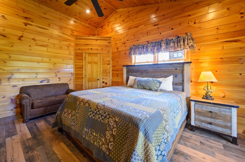 Photo of a Gatlinburg Cabin named Spark Of Life - This is the fourteenth photo in the set.