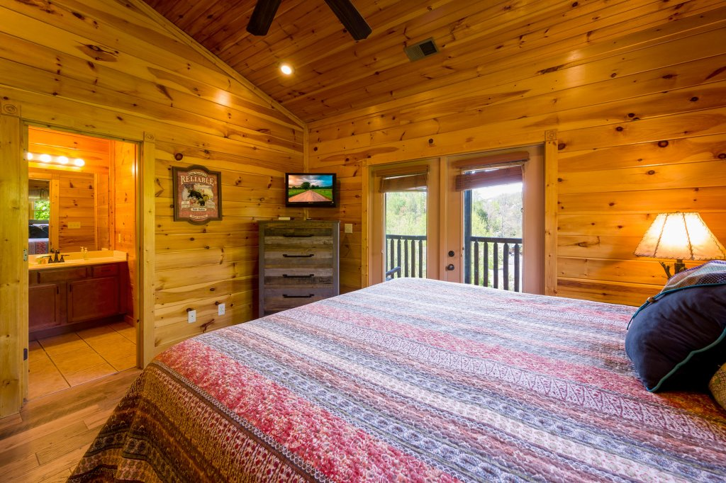 Photo of a Gatlinburg Cabin named Spark Of Life - This is the sixty-fifth photo in the set.