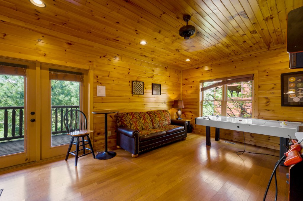 Photo of a Gatlinburg Cabin named Spark Of Life - This is the eighty-fourth photo in the set.