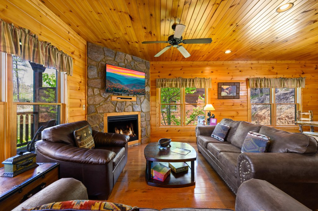 Photo of a Gatlinburg Cabin named Spark Of Life - This is the fifty-seventh photo in the set.