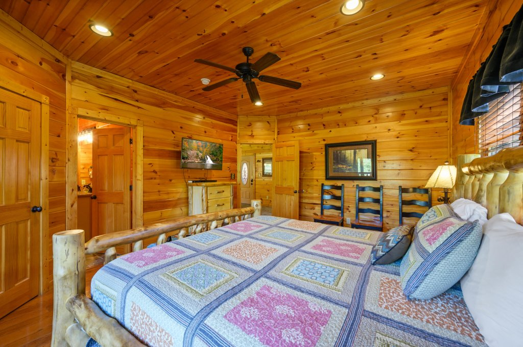 Photo of a Gatlinburg Cabin named Spark Of Life - This is the fifty-ninth photo in the set.