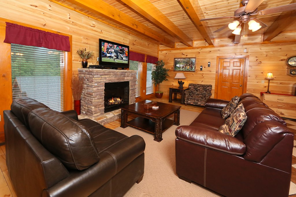 Photo of a Sevierville Cabin named Mountain Movie Inn - This is the second photo in the set.