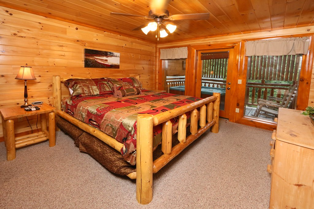 Photo of a Sevierville Cabin named Mountain Movie Inn - This is the thirteenth photo in the set.