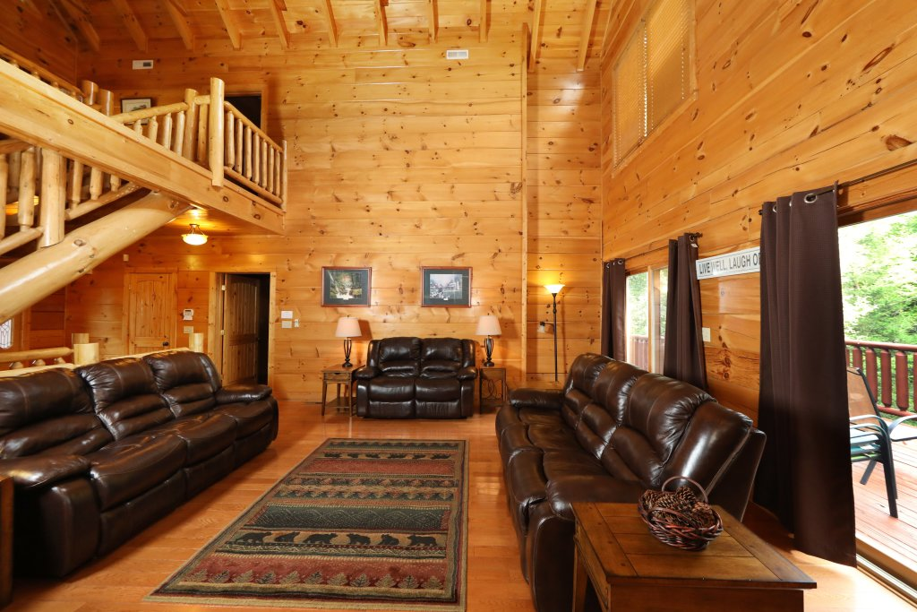 Photo of a Sevierville Cabin named Majestic Manor - This is the fourth photo in the set.