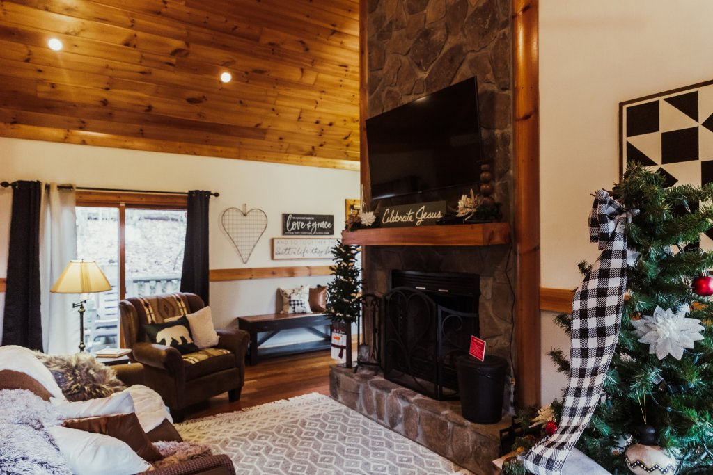 Photo of a Sevierville Cabin named A Sweet Retreat - This is the fourth photo in the set.