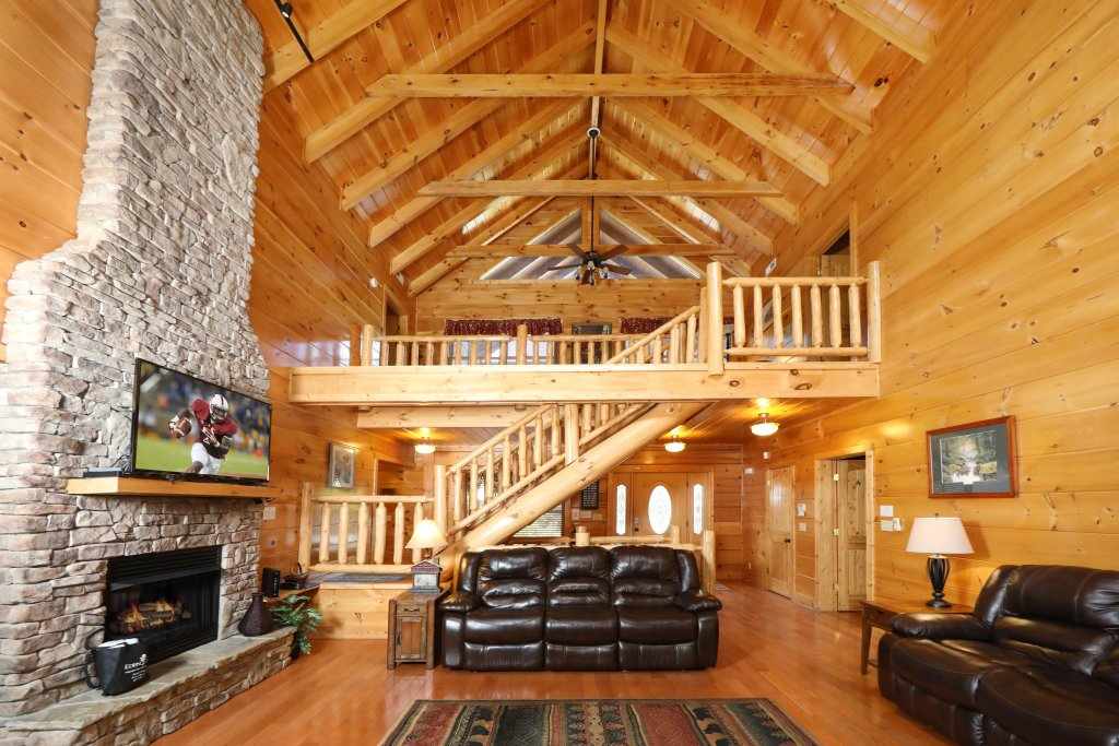 Photo of a Sevierville Cabin named Majestic Manor - This is the second photo in the set.