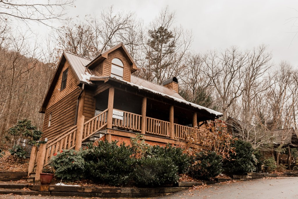 Photo of a Sevierville Cabin named A Sweet Retreat - This is the first photo in the set.