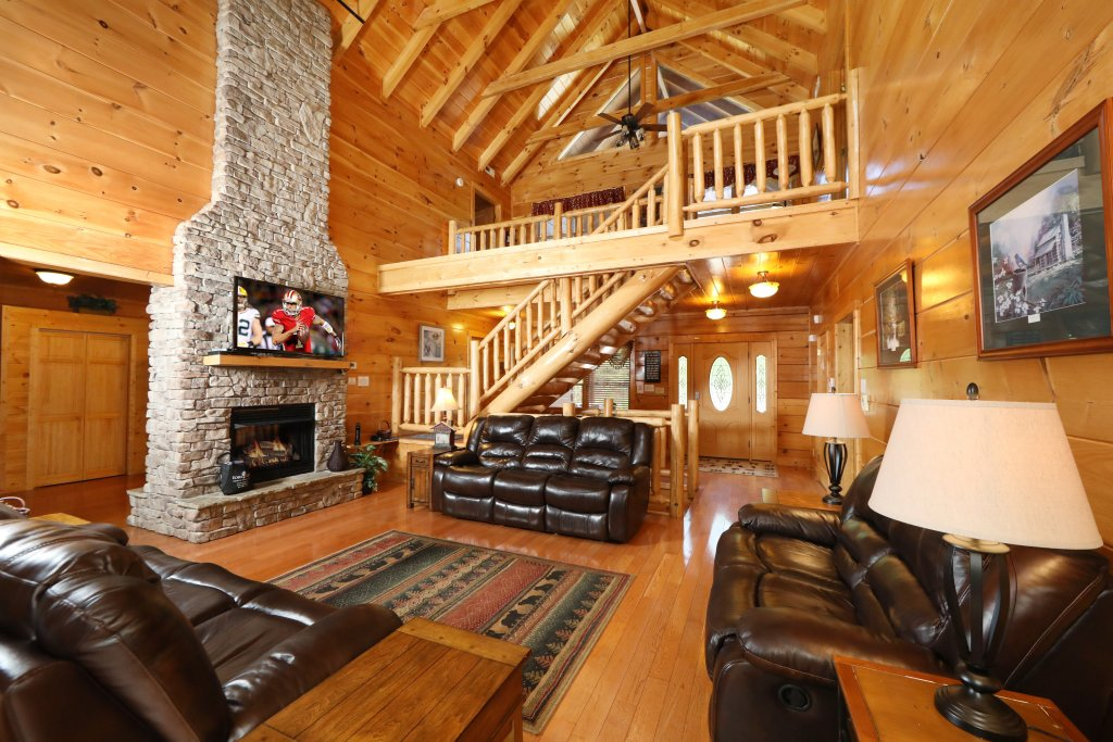 Photo of a Sevierville Cabin named Majestic Manor - This is the fifth photo in the set.