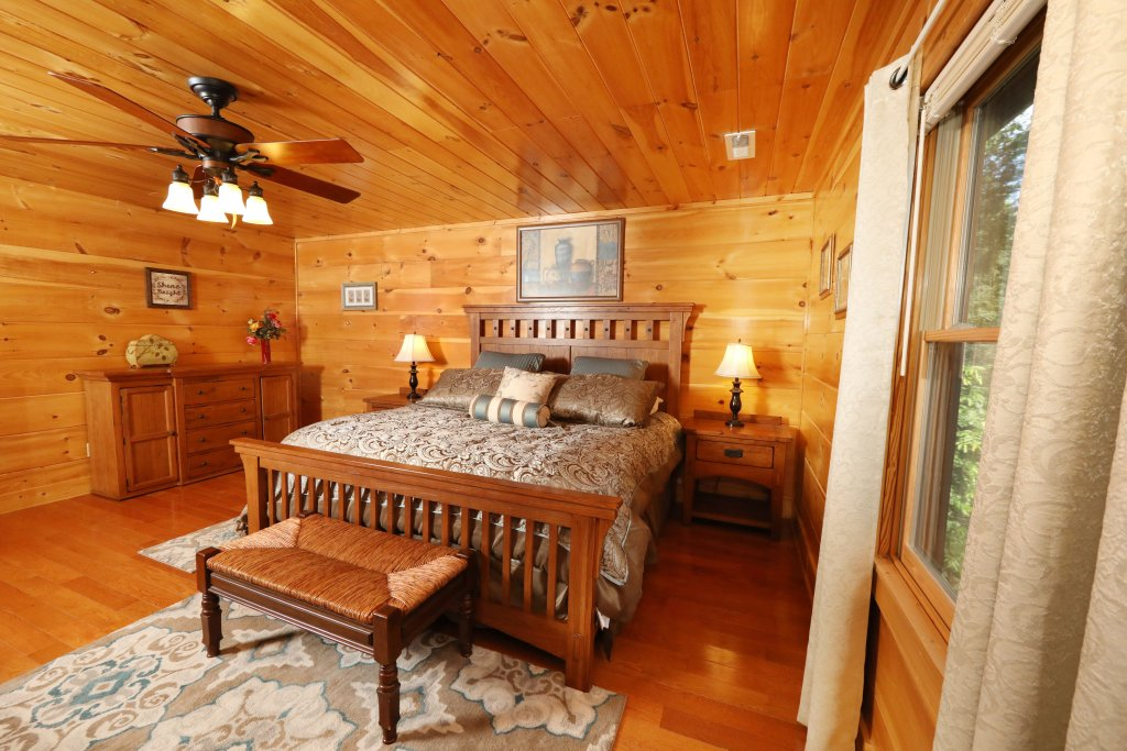 Photo of a Sevierville Cabin named Majestic Manor - This is the eighth photo in the set.