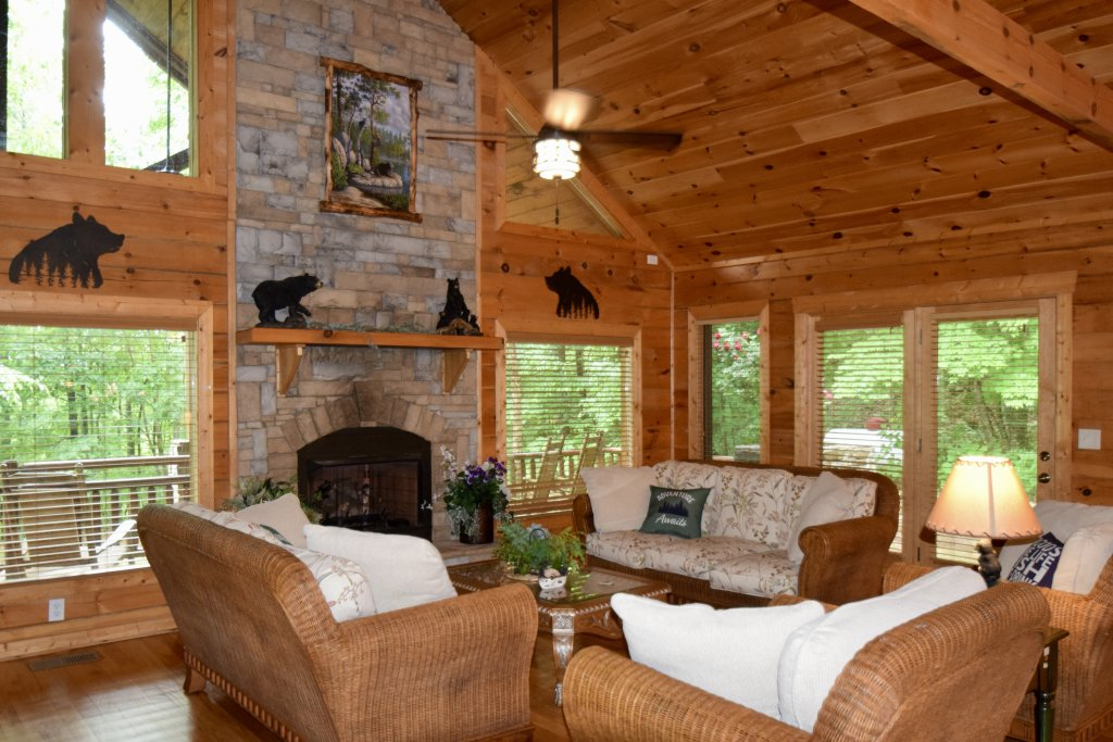 Photo of a Sevierville Cabin named Now And Forever - This is the second photo in the set.