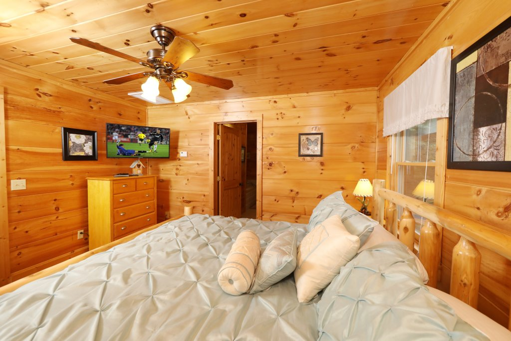 Photo of a Sevierville Cabin named Majestic Manor - This is the fourteenth photo in the set.