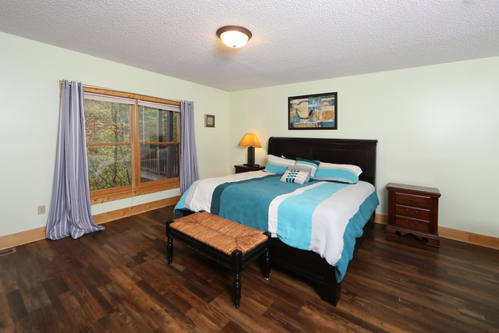 Photo of a Sevierville Cabin named Majestic Manor - This is the twenty-second photo in the set.