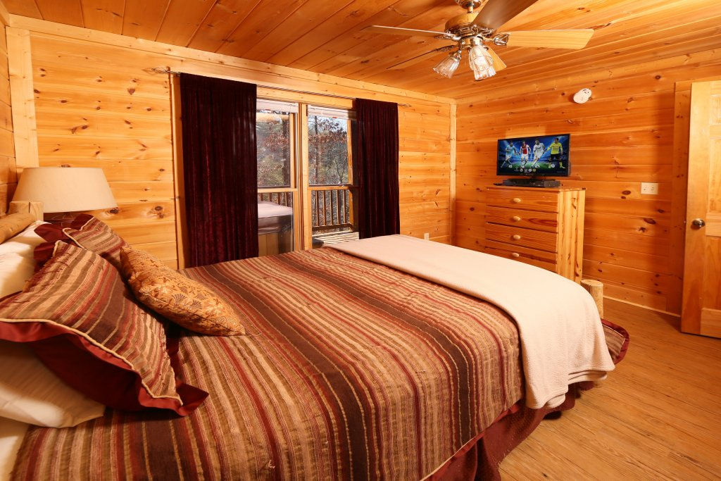 Photo of a Pigeon Forge Cabin named Big Pine Lodge - This is the sixth photo in the set.