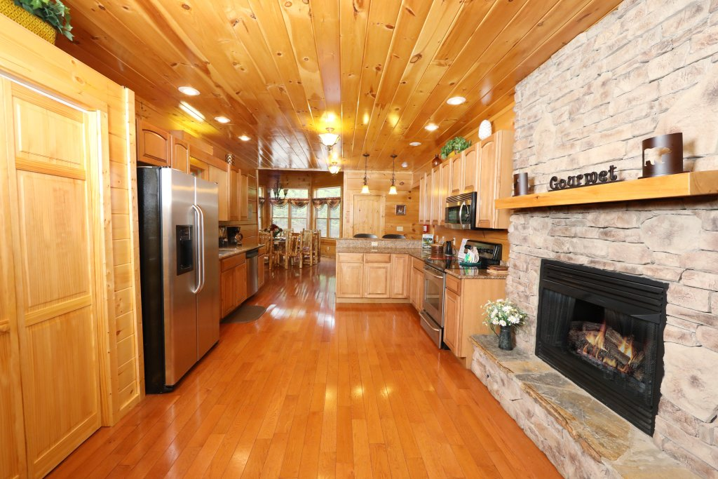 Photo of a Sevierville Cabin named Majestic Manor - This is the thirty-fourth photo in the set.
