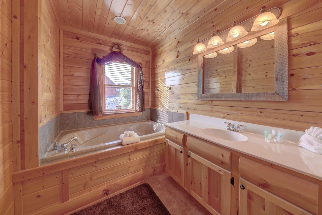 Photo of a Sevierville Cabin named Estate Of Relaxation - This is the thirteenth photo in the set.