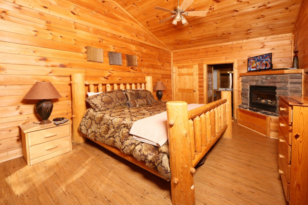 Photo of a Pigeon Forge Cabin named Big Pine Lodge - This is the tenth photo in the set.