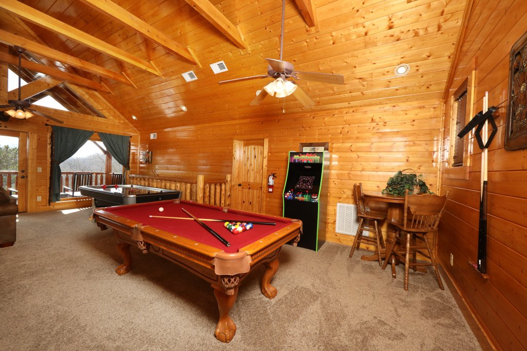 Photo of a Sevierville Cabin named Ridgetop Theatre Lodge - This is the twenty-second photo in the set.