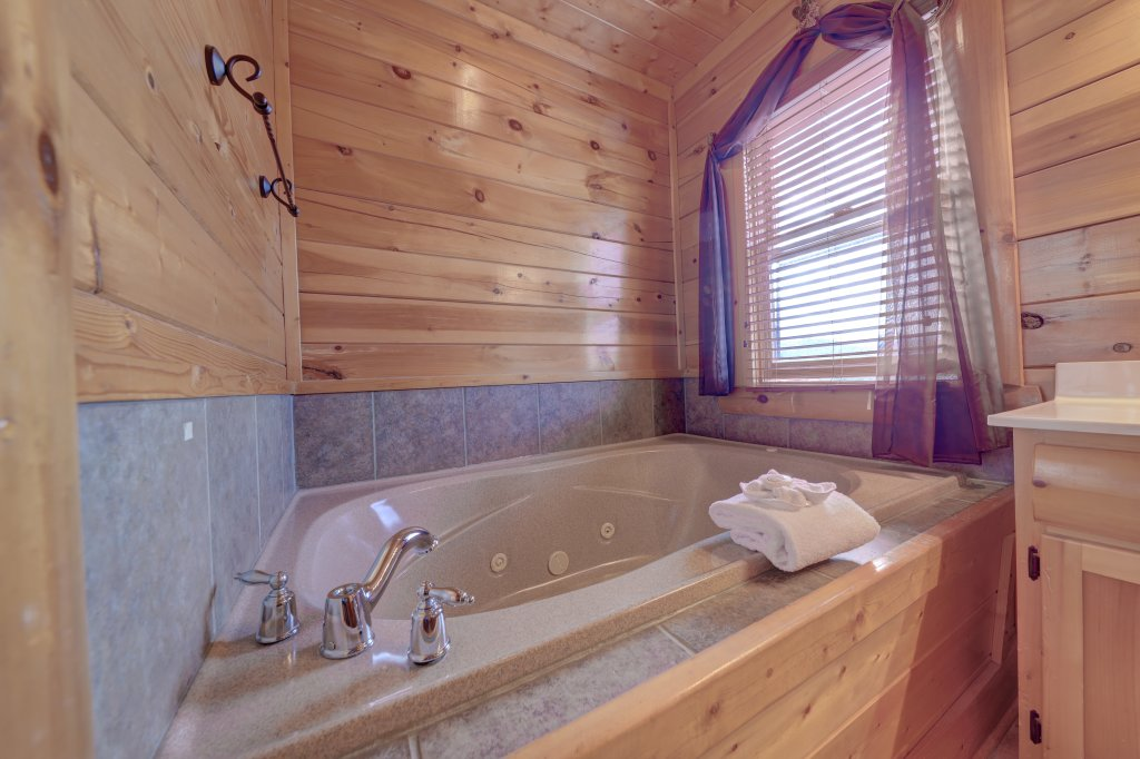Photo of a Sevierville Cabin named Estate Of Relaxation - This is the ninth photo in the set.