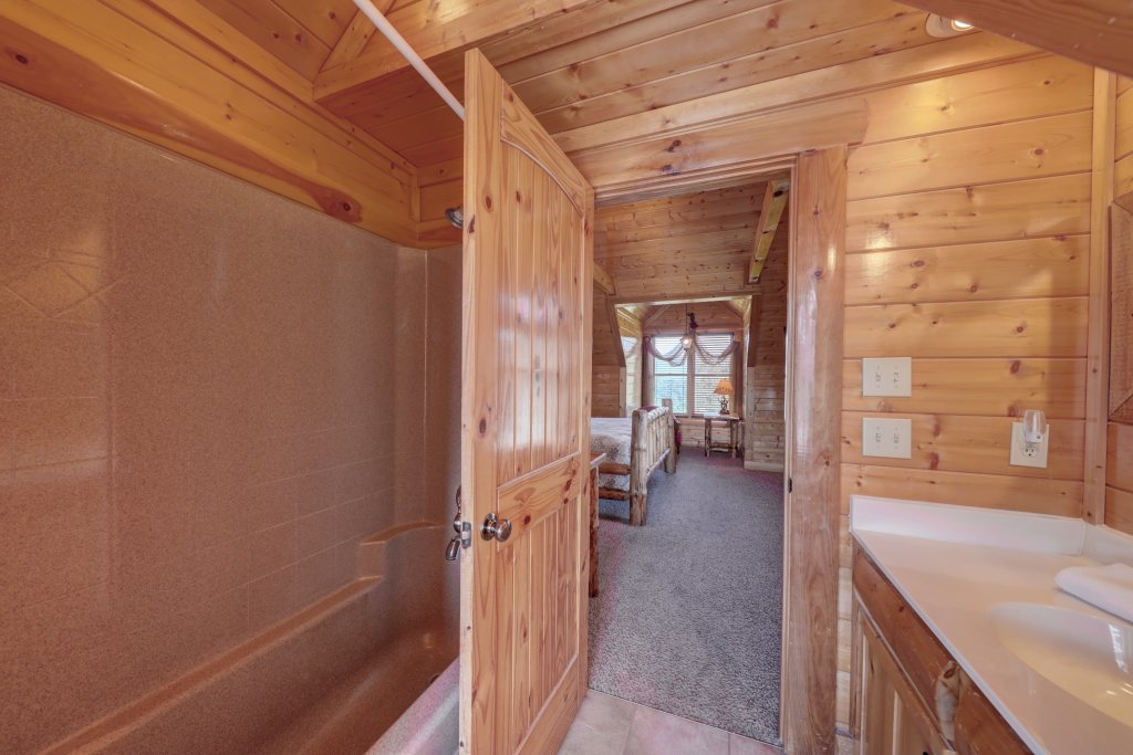 Photo of a Sevierville Cabin named Estate Of Relaxation - This is the thirty-eighth photo in the set.