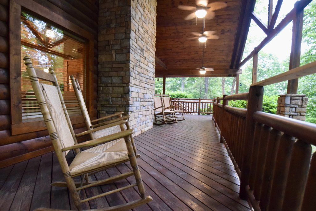 Photo of a Sevierville Cabin named Now And Forever - This is the forty-seventh photo in the set.