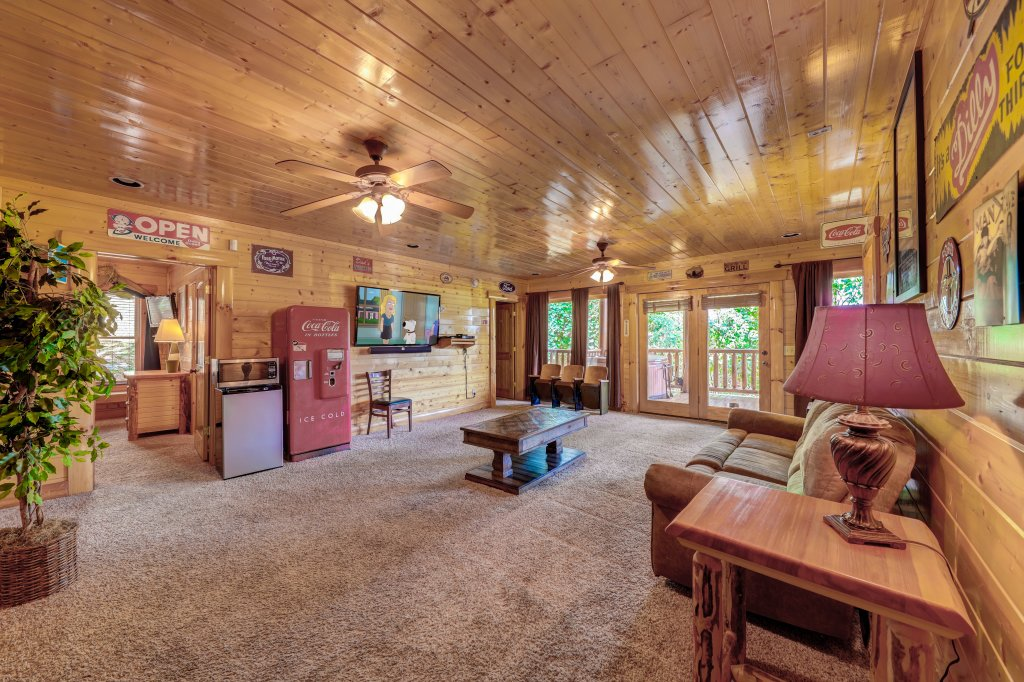Photo of a Sevierville Cabin named Estate Of Relaxation - This is the forty-third photo in the set.