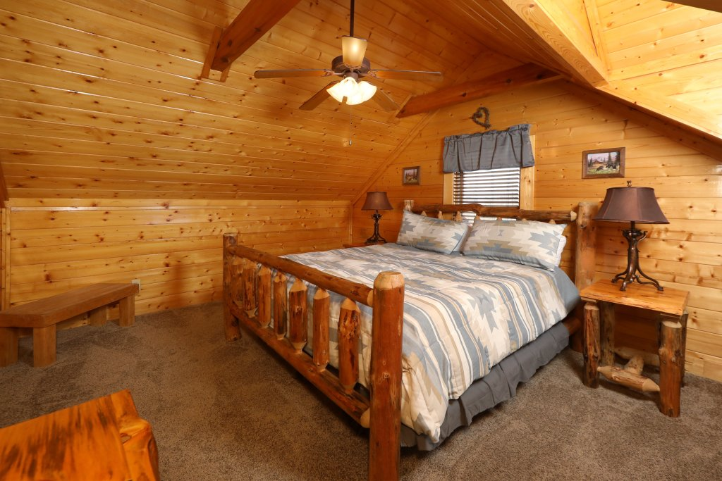 Photo of a Sevierville Cabin named Ridgetop Theatre Lodge - This is the thirteenth photo in the set.