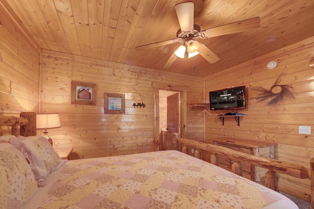 Photo of a Sevierville Cabin named Estate Of Relaxation - This is the fourteenth photo in the set.