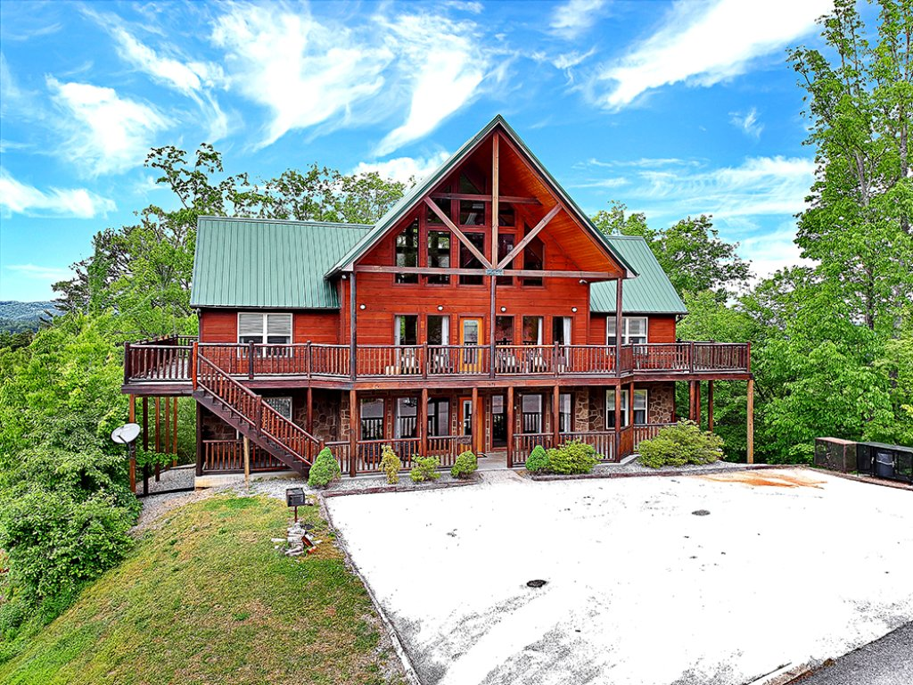 Photo of a Sevierville Cabin named Wilderness Calls - This is the first photo in the set.