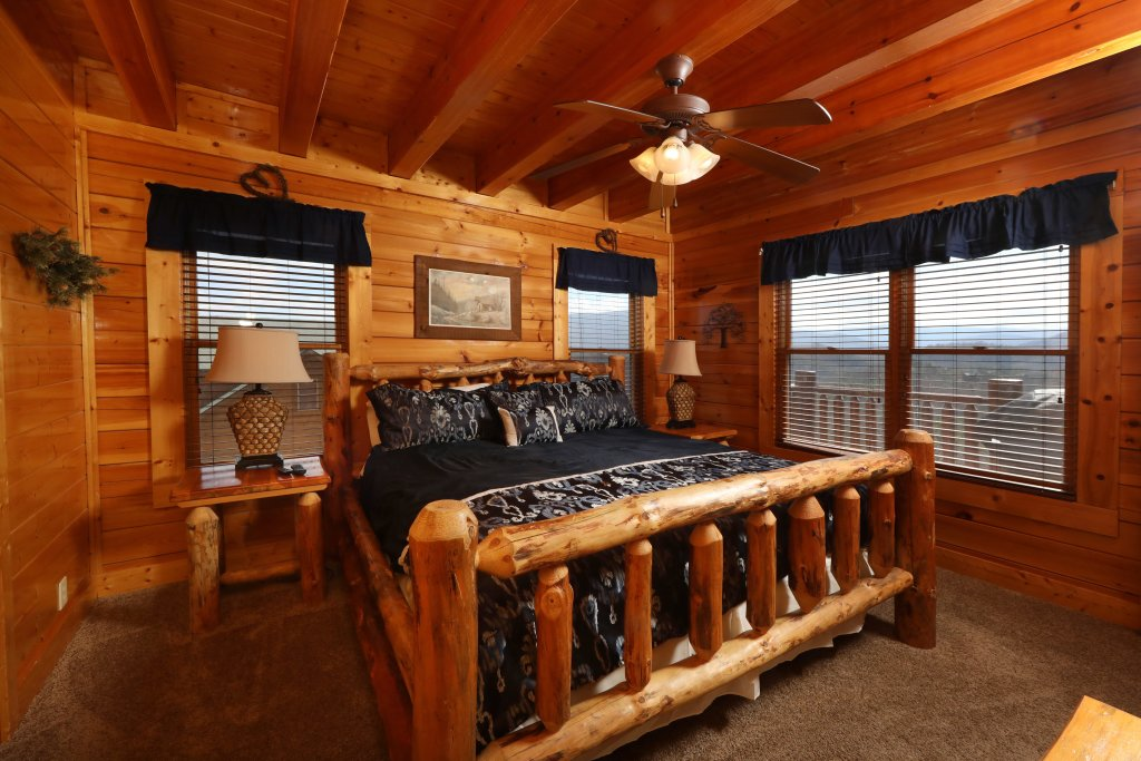 Photo of a Sevierville Cabin named Ridgetop Theatre Lodge - This is the sixth photo in the set.