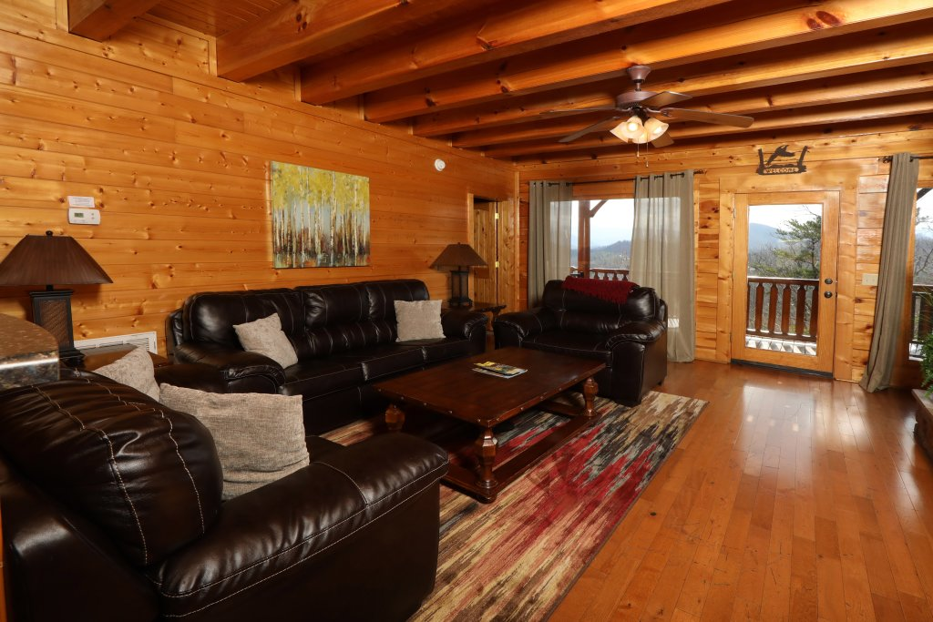 Photo of a Sevierville Cabin named Ridgetop Theatre Lodge - This is the third photo in the set.