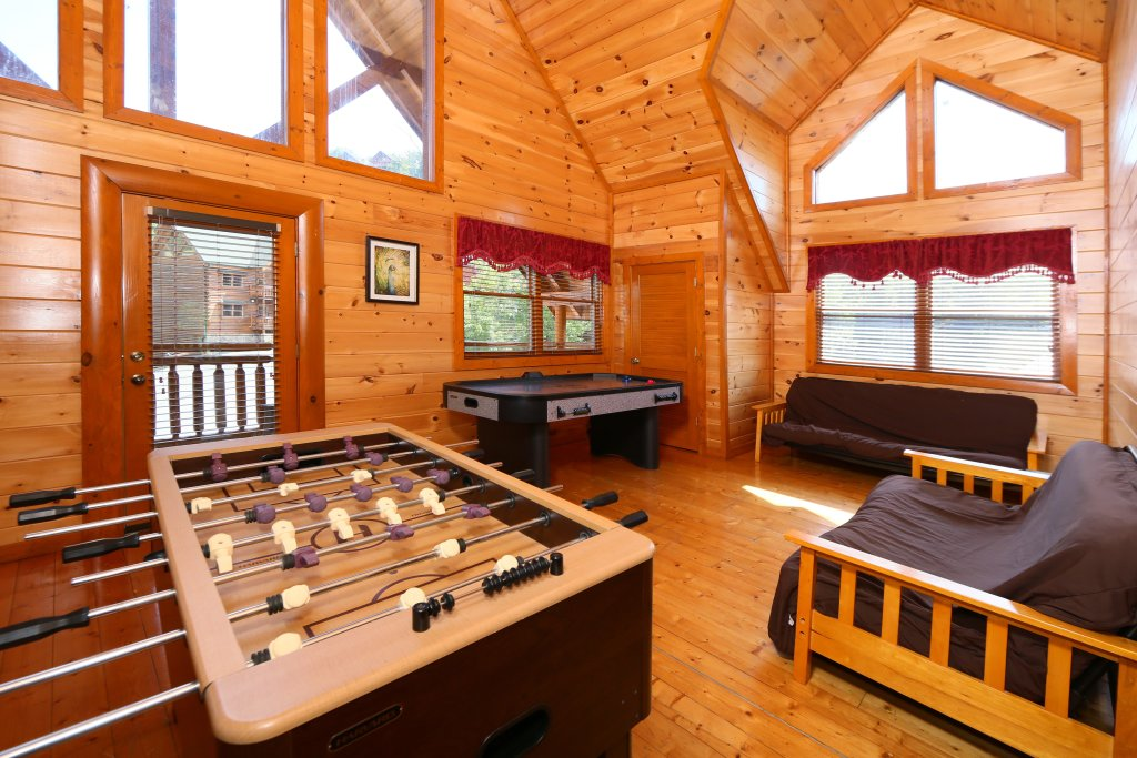 Photo of a Sevierville Cabin named Family Valley Lodge - This is the twenty-ninth photo in the set.
