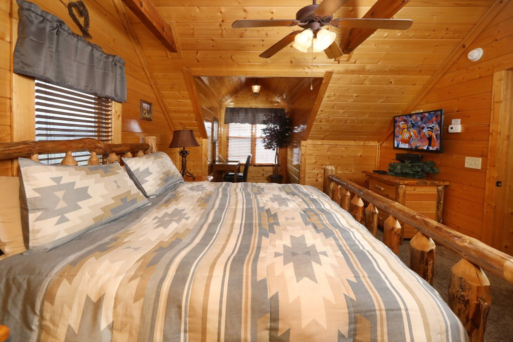 Photo of a Sevierville Cabin named Ridgetop Theatre Lodge - This is the twelfth photo in the set.
