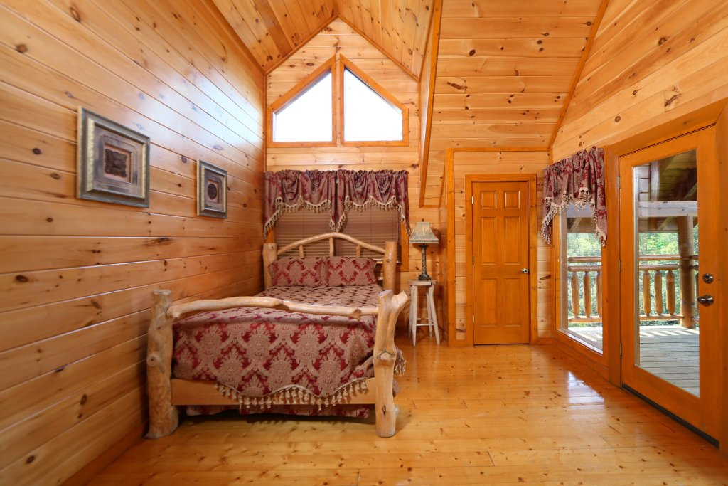 Photo of a Sevierville Cabin named Family Valley Lodge - This is the eighth photo in the set.