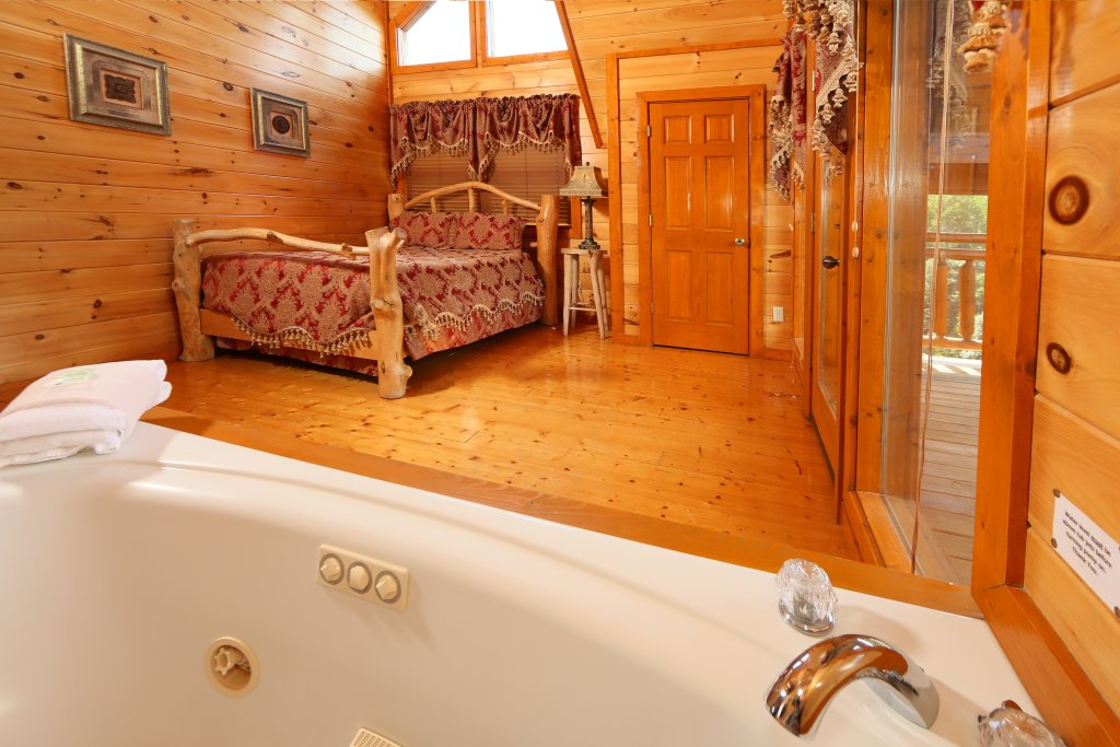 Photo of a Sevierville Cabin named Family Valley Lodge - This is the seventh photo in the set.