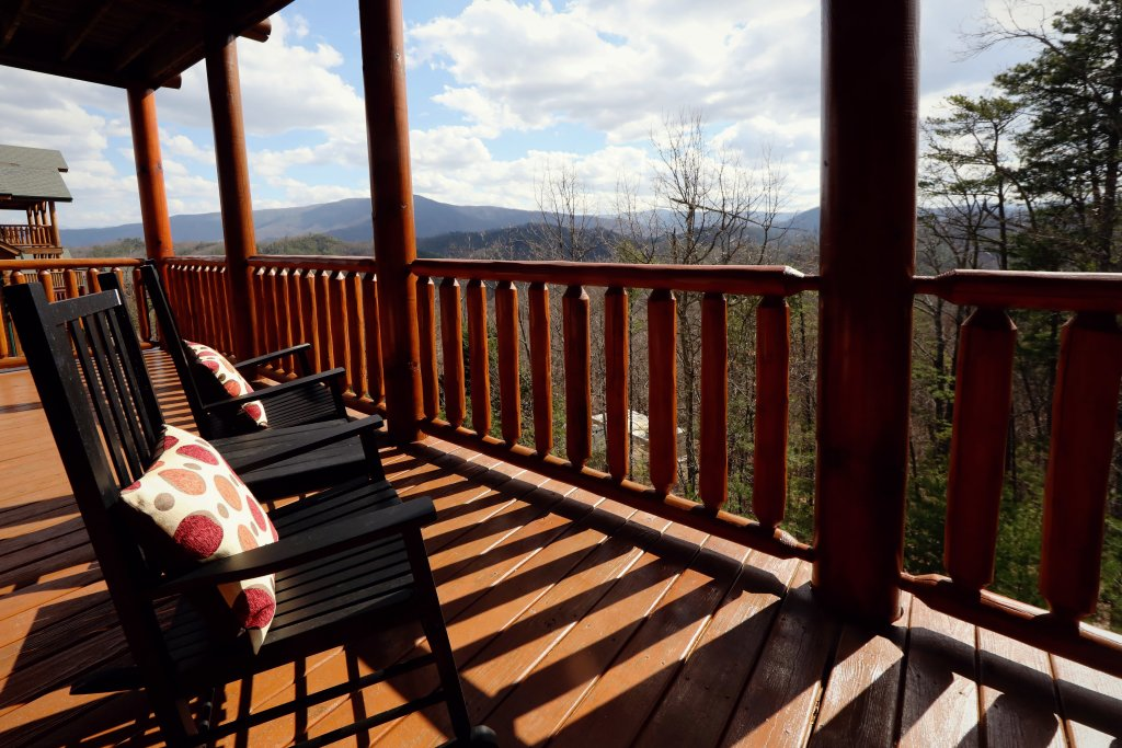 Photo of a Sevierville Cabin named Ridgetop Theatre Lodge - This is the forty-third photo in the set.