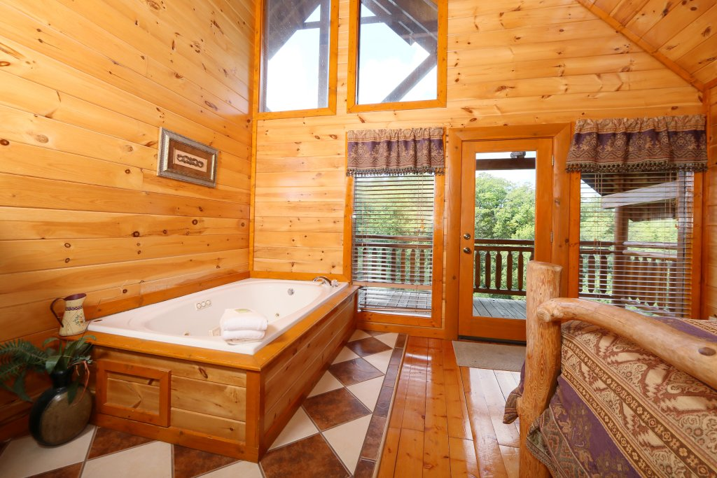 Photo of a Sevierville Cabin named Family Valley Lodge - This is the fourteenth photo in the set.