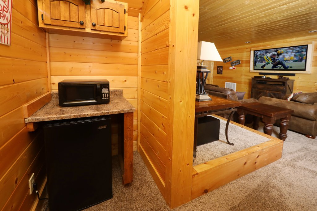 Photo of a Sevierville Cabin named Ridgetop Theatre Lodge - This is the twenty-ninth photo in the set.