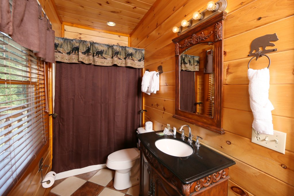Photo of a Sevierville Cabin named Family Valley Lodge - This is the nineteenth photo in the set.