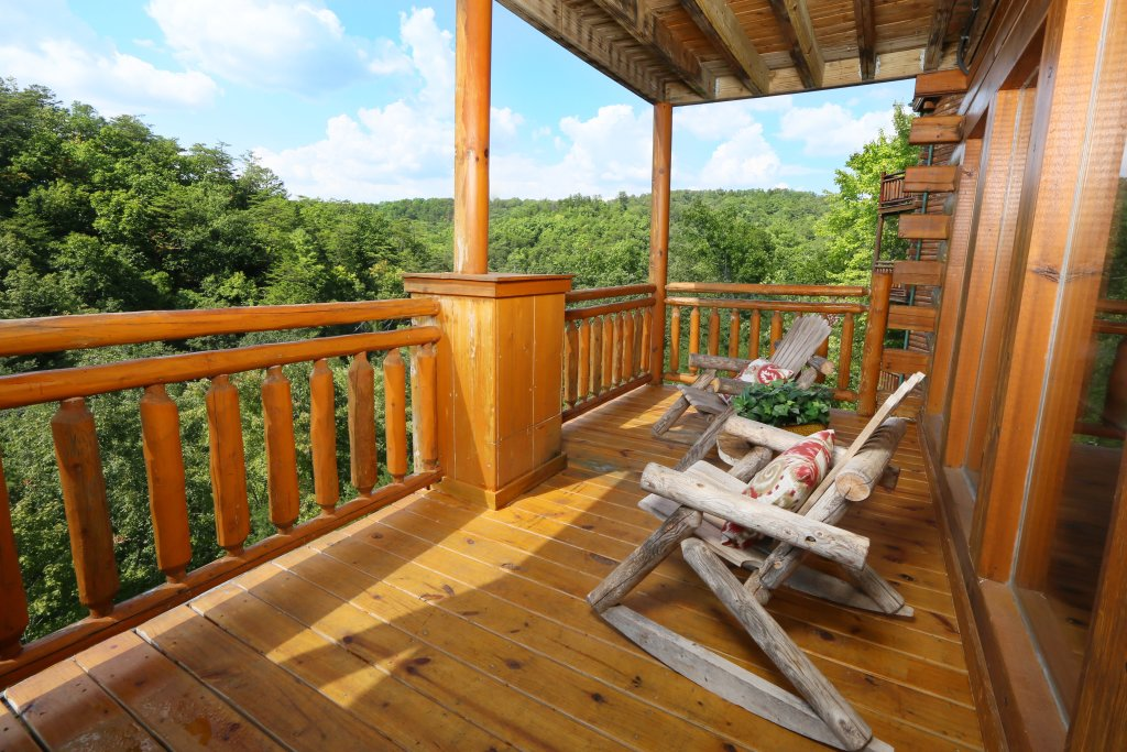 Photo of a Sevierville Cabin named Family Valley Lodge - This is the forty-eighth photo in the set.