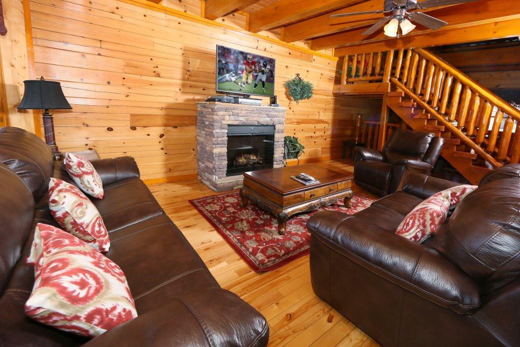 Photo of a Sevierville Cabin named Family Valley Lodge - This is the second photo in the set.
