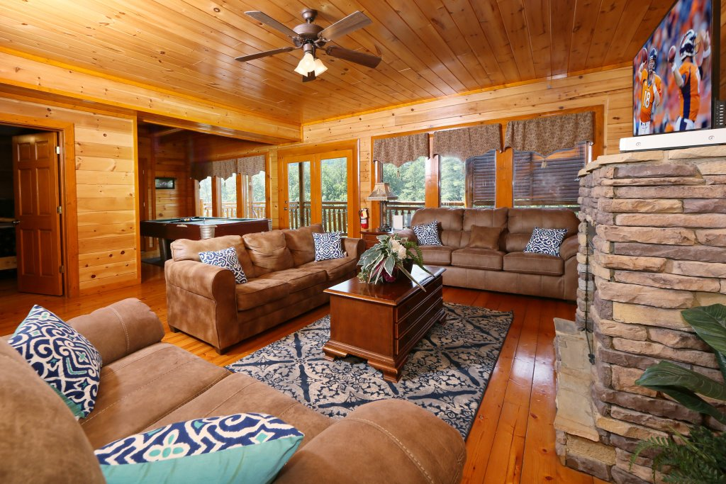 Photo of a Sevierville Cabin named Family Valley Lodge - This is the fifth photo in the set.