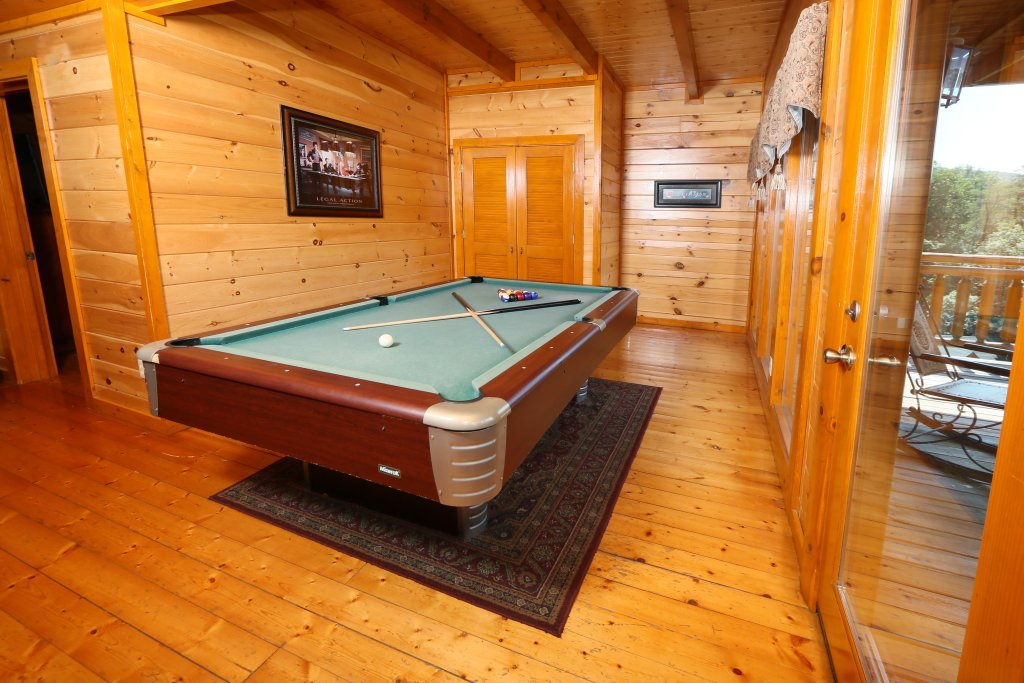 Photo of a Sevierville Cabin named Family Valley Lodge - This is the thirty-second photo in the set.