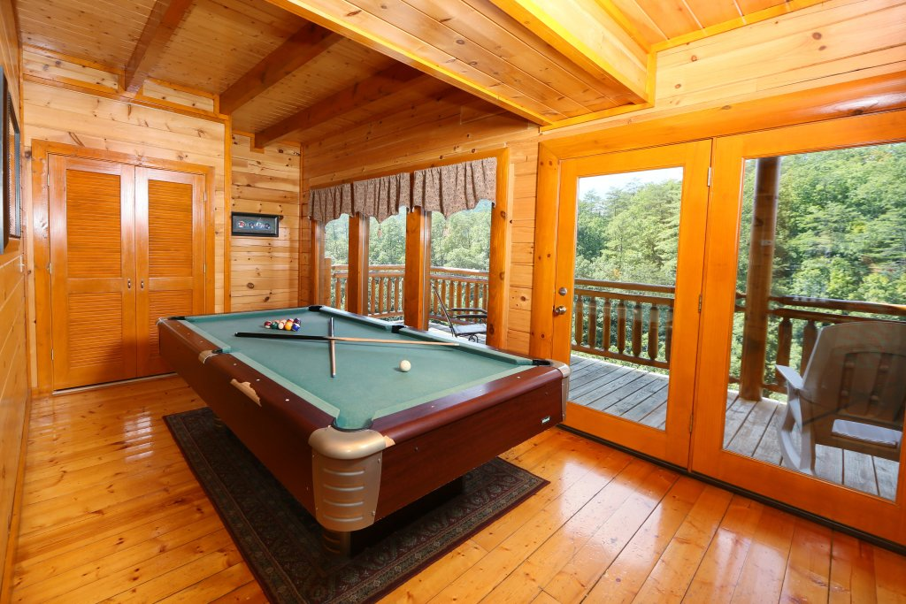Photo of a Sevierville Cabin named Family Valley Lodge - This is the thirty-third photo in the set.