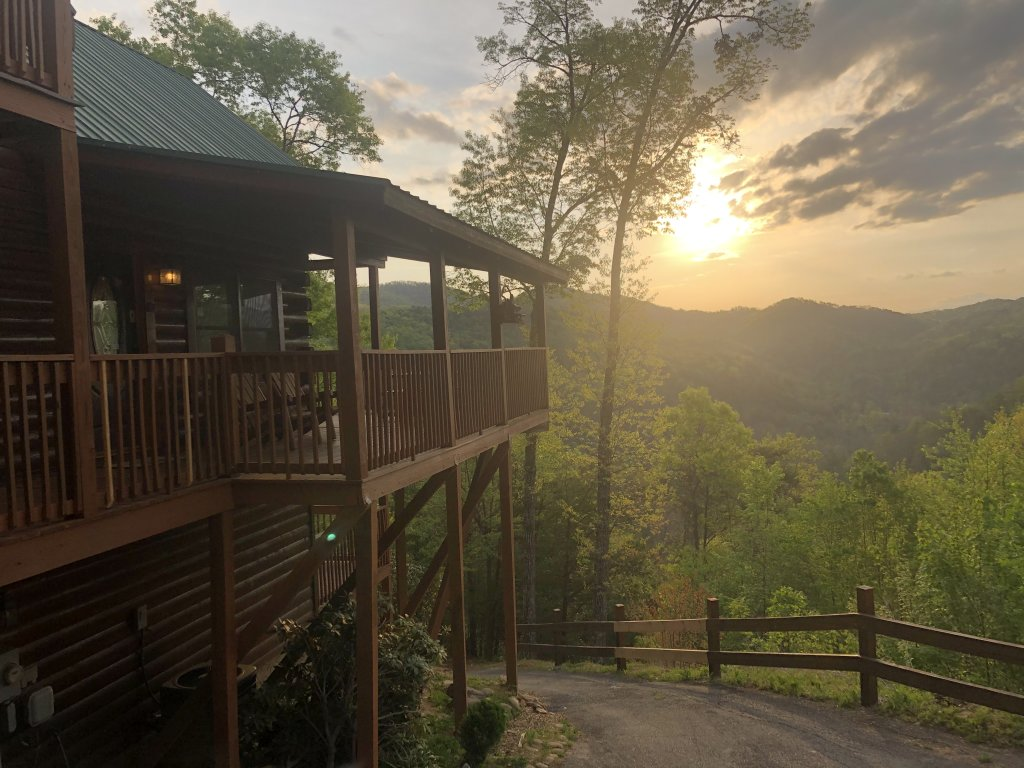 Photo of a Sevierville Cabin named Eagle's View #356 - This is the first photo in the set.