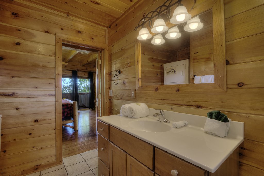 Photo of a Sevierville Cabin named Eagle's View #356 - This is the twenty-eighth photo in the set.