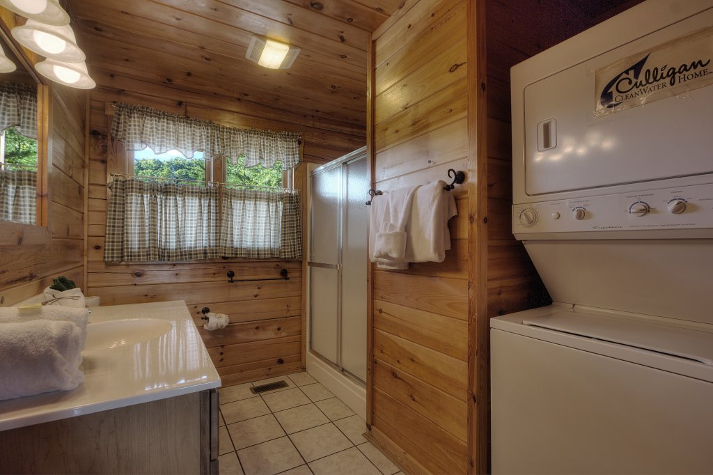 Photo of a Sevierville Cabin named Eagle's View #356 - This is the forty-fifth photo in the set.