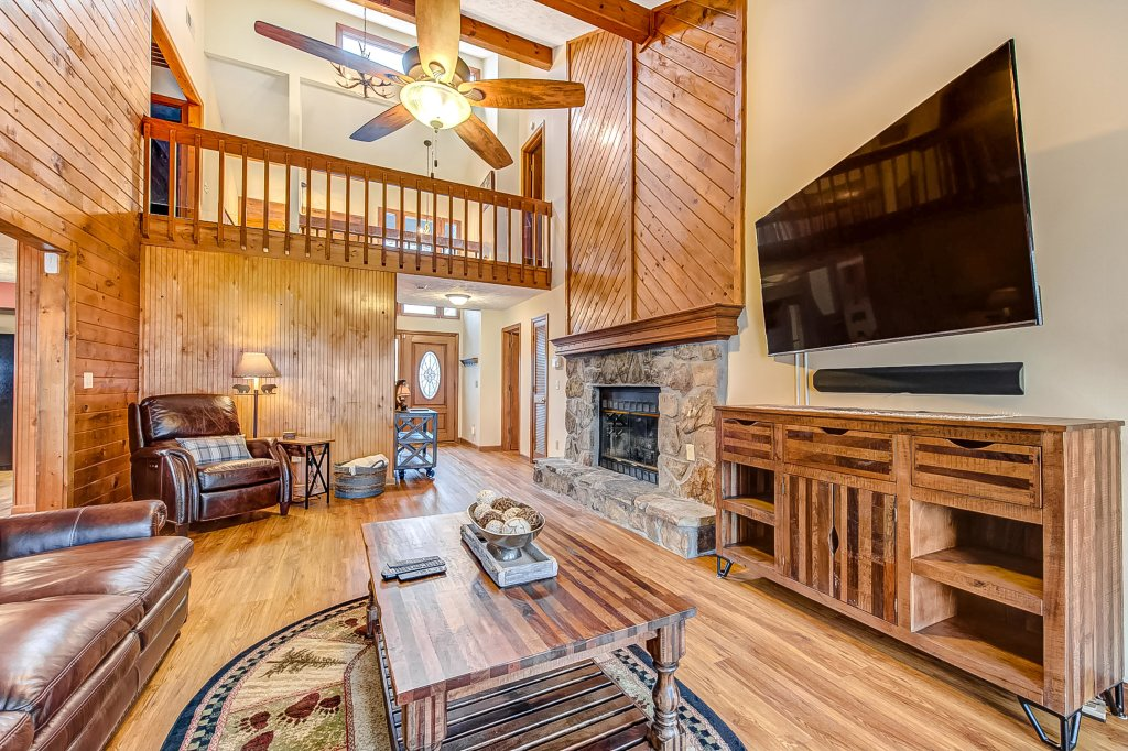 Photo of a Pigeon Forge Cabin named Mountain Vista Lodge - This is the first photo in the set.