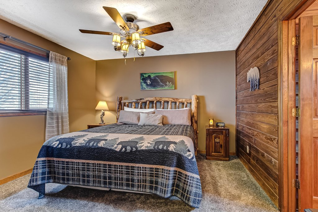 Photo of a Pigeon Forge Cabin named Mountain Vista Lodge - This is the fifteenth photo in the set.