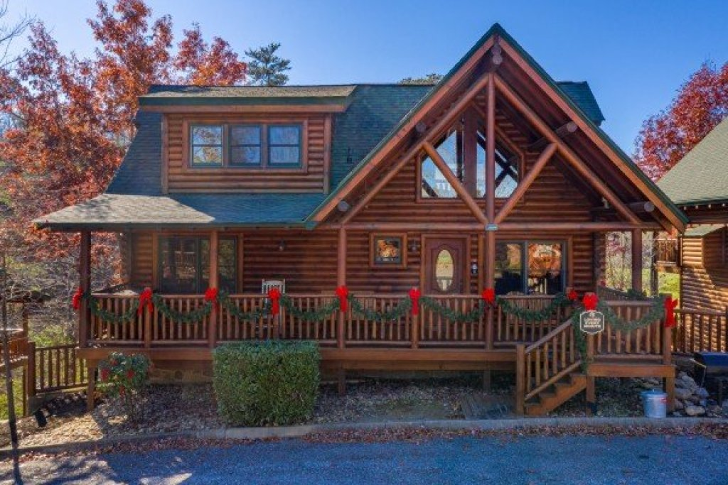 Photo of a Sevierville Cabin named Loving Every Minute - This is the first photo in the set.